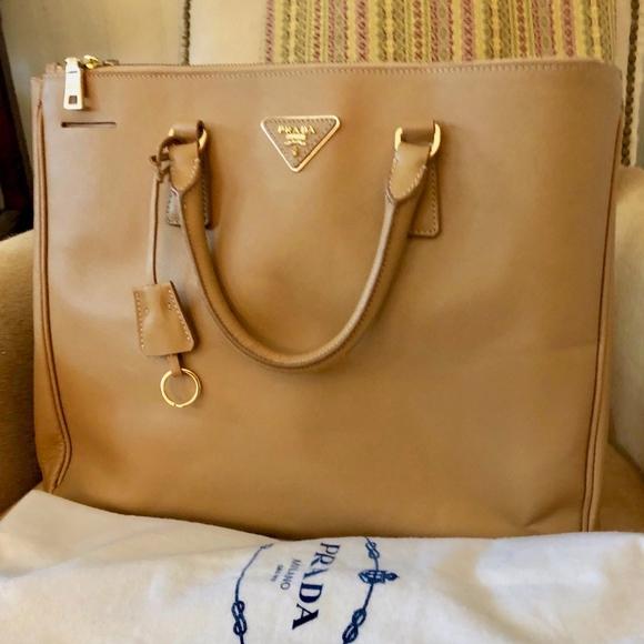 c5e9fd2cd479 Prada Saffiano Lux Large Double Zip Tote Bag. M 5c06cb7d819e9098541becc9